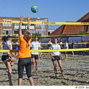 Brandend zand in Enter: Beachvolleybal Holyoke